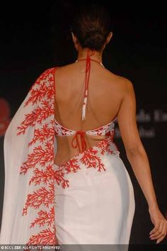 Reverse color Saree Blouse design from Azeem Khan saree image Choli Designs, Saree Blouse Designs, Back Design Of Blouse, Bollywood Fashion, Saree Fashion, Bollywood Celebrities, Indian Look, Indian Wear, Simple Sarees