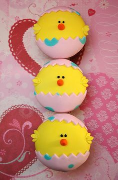 easter cupcakes - would make cute cake pops too! Holiday Cupcakes, Easter Cupcakes, Easter Cookies, Easter Treats, Cupcake Cookies, Easter Cake, Spring Cupcakes, Sugar Cookies, Easter Eggs