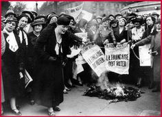 Manifestation des femmes pour revendiquer le droit de vote (1943)