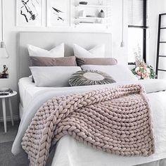 Rosa quartzo na decoração desse quarto clean