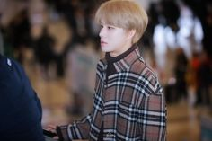 🍂Aesthetic brown Jungwoo🍁 airport  #JUNGWOO #정우 #NCT2018 #NCT127 #NCT #엔씨티127 #brownjungwoo #brownuwu Jung Woo, Airport Style, Winwin, Taeyong, Jaehyun, Nct Dream, Nct 127, Abs, Plaid