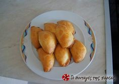 Τυροπιτάκια κουρού της πεθεράς Sweets Recipes, Cooking Recipes, My Favorite Food, Favorite Recipes, The Kitchen Food Network, Food Gallery, Greek Cooking, Greek Dishes, Greek Recipes