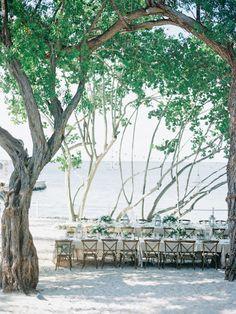 Casual al fresco wedding: http://www.stylemepretty.com/2017/04/11/key-largo-beach-wedding/ Photography: Lauren Kinsey - https://www.laurenkinsey.com/