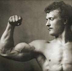Sus bíceps medían 49,5 centímetros, pero lo que quizás más llamaba la atención era sus abdominales con ocho cuadros y su pecho, que de 122 centímetros lo podía flexionar hasta 157