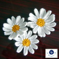 crochet daisy applique -- I ♥ crocheted flowers!!
