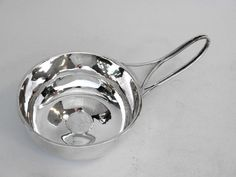 ARTS & CRAFTS SILVER PORRINGER / CUP CHESTER 1907 John Bull Antiques Silverware & Silver Antiques www.antique-silver.co.uk New Bond Street, London, UK