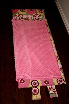 Not Your Everyday Nap Mat Tutorial . Free tutorial with pictures on how to make a sleeping bag in 9 steps by sewing with fabric, fabric, and thread. How To posted by Jenny Garland. Baby Nap Mats, Kids Nap Mats, Fabric Crafts, Sewing Crafts, Sewing Projects, Sewing For Kids, Baby Sewing, Nap Mat Pattern, Sewing Hacks