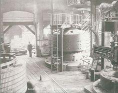 Nikola Tesla diseñó la primera planta de energía hidroeléctrica en las cataratas del Niágara. Esta fue la victoria final de la corriente alterna de Tesla sobre corriente continua de Edison. Este es el interior de la casa del poder Nº 1 del Niagara Falls Power Company (1895-1899).