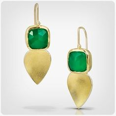 """80 Beğenme, 3 Yorum - Instagram'da Thea Izzi Jewelry Design (@theaizzi): """"New! Green onyx petal drop earrings in 18k gold and bimetal. Get these lovelies in a few weeks st…"""""""