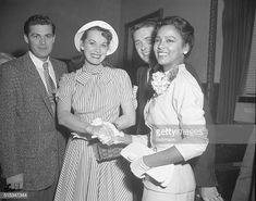 Screen star Maureen O'Hara left and singer Dorothy Dandridge shake hands in Hollywood court after testifying at the criminal libel trial of. Hollywood Cinema, Old Hollywood Glamour, Hollywood Actresses, Mlk Images, Ms Jones, African American Movies, Dorothy Dandridge, Maureen O'hara, Black Goddess