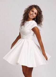 Dziewczęca rozkloszowana sukienka z rękawikiem