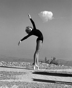 Atomic bomb tests as seen from Las Vegas and Los Angeles Hiroshima, Question Of The Day, This Or That Questions, Bomba Nuclear, Las Vegas, Mushroom Cloud, Vegas Showgirl, Creepy Photos, Nuclear Bomb