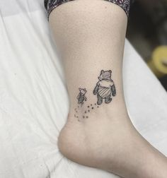 Display your affection for Christopher Robin's favorite pal with one of these Winnie the Pooh tattoos. Also featured are Tigger, Eeyore, and Piglet tattoos. Friend Tattoos Small, Matching Friend Tattoos, Best Friend Tattoos, Sister Tattoos, Disney Tattoos Klein, Disney Tattoos Small, Small Tattoos, Disney Inspired Tattoos, Subtle Tattoos