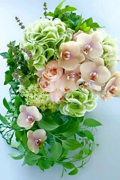 Flowers For You, Green Flowers, Pretty Flowers, Wedding Theme Inspiration, Flower Power, Floral Arrangements, Wedding Flowers, Floral Design, Floral Wreath