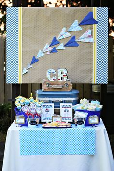 Great vintage airplane birthday backdrop! #airplane #birthday #backdrop