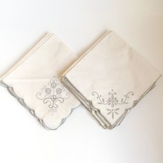 Vintage cloth napkins, embroidered by PowersMod on Etsy