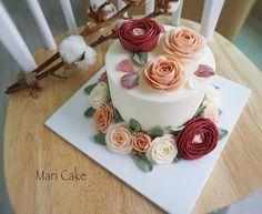 Mari candle style flower cake #flowercake #maricake #flower #cake #class #buttercreamrose #buttercreamflower #buttercream #buttercreamcake #rose #ranunculus #peony #pink #candle #foodstagram #flowerstagram #koreanbuttercream #koreanbuttercreamcake #koreanbuttercreamclass #koreanbuttercreamflowers #pastry #pastries #baking #bakery #patisserie #pastrychef #boulangerie #baker #instacake #cakestagram