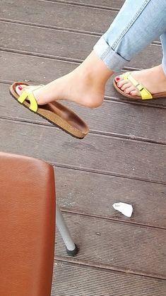 Flip Flop Sandals, Strap Sandals, Flip Flops, Birkenstock Sandals, Gorgeous Feet, Women's Feet, Celebs, How To Wear, Shoes