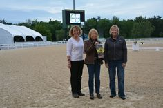 Linda Strine winner of the Liz Pizzo award for the highest artist score in the Saturday 1st-4th Level Freestyle. The award was sponsored and presented by Debbie Banas and accepted by Vickie Short owner of Beerend W. Congratulations!