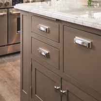 Echelon Cabinetry Stylish Options To Suit Your Lifestyle Cabinet Hardware, Traditional Kitchen Design, House Design, Bamboo Wood Flooring, Cabinet, Atlas Homewares, Cabinetry, New Kitchen, Traditional Kitchen
