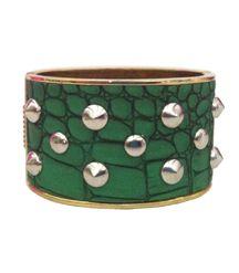 Brazalete Verde con tachas. La tendencia tanto para el día como para la noche.  http://alltrendy.es