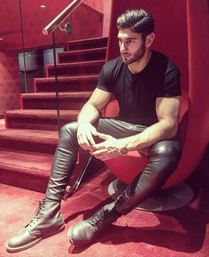 "leatherandbeards: ""@aris_akguen """