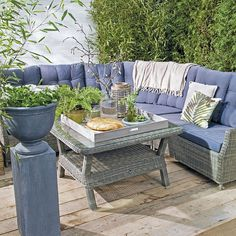 Landelijke loungeset #terras #lounge #tuinmeubel #accessoires #tuinset #buitenleven #dienblad #intratuin