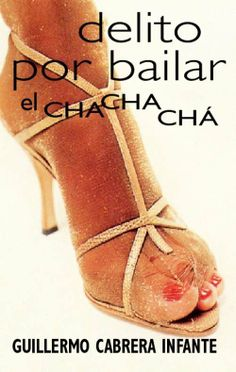 """DELITO POR BAILAR EL CHACHACHA DE: GUILLERMO CABRERA INFANTE """"Los tres cuentos de este libro están hechos de recuerdos. Dos ocurren en el apogeo del bolero, el tercero después de la caída en el abismo histórico. El tiempo es por supuesto diverso, pero el espacio, la geografía (o si se quiere, la topografía: Todos los caminos conducen al amor) es la misma. La ciudad es siempre la misma. ¿Tengo que decir que se llama La Habana?"""" EDITORIAL: PUNTO DE LECTURA Precio:$60Mx(MAS GASTOS DE ENVÍO)"""