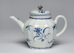 Teapot   Made by the Worcester porcelain factory, England, 1765