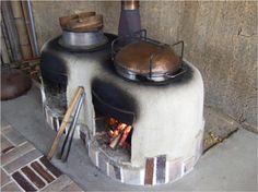 これ何だか分かりますか・・? 『かまど』で使う調理道具です。 昔、人々の生活に、『かまど』が使われていたころには無かったもの・・ ...