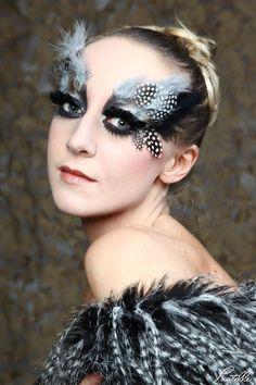 je viens de penser à la femme oiseau, vais acheter des plumes aussi ;-)