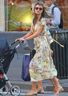 Miranda Kerr Photos - Model Miranda Kerr seen taking her son Flynn Bloom shopping at Baby Gap after running errands all day in New York City, New York on July - Miranda Kerr Taking Flynn Shopping At Baby Gap Miranda Kerr Street Style, Floaty Dress, Summer Outfits, Summer Dresses, Boy Outfits, Stylish Maternity, Spring Summer Fashion, Spring Style, Baby Gap