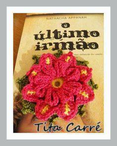 'Tita Carre' Tita Carré - Agulha e Tricot : Flor sobreposta por flor em crochet e o último irmão
