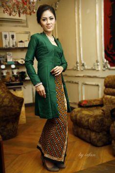 Kutubaru on Thai silk. Kebaya Lace, Batik Kebaya, Kebaya Dress, Batik Dress, Kebaya Brokat, Hijab Dress, Batik Fashion, Hijab Fashion, Women's Fashion
