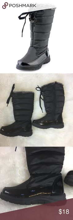 """TOTES HOLLIE Winter Boots Waterproof Girl's 13 Girls TOTES HOLLIE Winter Boots Waterproof Thermolite  Size 13 Black color  Faux Fur lined Faux Patent leather  Zip up Lace up detail 1"""" heel 12"""" tall  Thermolite insole Rubber sole These boots are in very good condition, the faux patent leather has a few scuffs as pictured, the fabric upper is in perfect condition, as is the fur-lined, very gently worn Totes Shoes Rain & Snow Boots"""