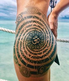 "414 Likes, 4 Comments - W O M E N W I T H I N K (@womenwithink) on Instagram: ""By @coenmitchell #mandala #mandalatattoo #blackwork #dotwork #sacredgeometrytattoo #thightattoo…"""