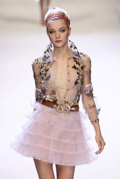 How to make couture young: Valentino Couture Details, Fashion Details, Love Fashion, High Fashion, Fashion Design, Chanel Couture, Couture Fashion, Runway Fashion, Womens Fashion
