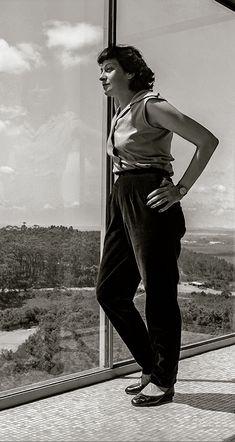 Lina Bo Bardi. Foto: Chico Albuquerque. Philip Johnson, Portfolio Pictures, Photo Essay, Glass House, Oscar Niemeyer, Girl Boss, Designing Women, Architecture Design, Female