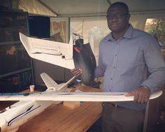 A la découverte de Drone Africa Services un drone en mousse EPO fabriqué spécifiquement pour le climat du Sahel (vent et sable) deja utilisé sur tout le territoire pour repérer les migrants en perdition dans le désert sahelien afin de leur porter assistance en partenariat avec l UNHCR #TechFugees #Niger #SahelInnov