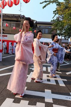 A blog about the maiko and geiko of Kamishichiken - Bon Odori 2015 in Kamishichiken with maiko...