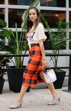 Midi Skirt Trend - { fave outfits - outfit - looks } - Saias Pink Fashion, Fashion Pants, Boho Fashion, Autumn Fashion, Fashion Outfits, Womens Fashion, Fashion Trends, Fashion Sandals, Trendy Outfits
