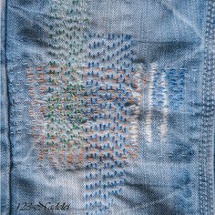 123-Nadelei: Hinterlegte Jeans-Reparatur Shashiko Embroidery, Boro Stitching, Visible Mending, Make Do And Mend, Mode Jeans, Denim Ideas, Japanese Textiles, Running Stitch, Patch Quilt