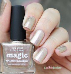 Picture polish Magic swatch