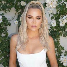 I Tried Khloé Kardashian's Easy Trick for Glowy Skin — Glamour Khloe Kardashian Revenge Body, Estilo Khloe Kardashian, Khloe Kardashian Photos, Kardashian Jenner, Kylie Jenner, Brunette Bob, Justin Hailey, Tristan Thompson, West Hollywood