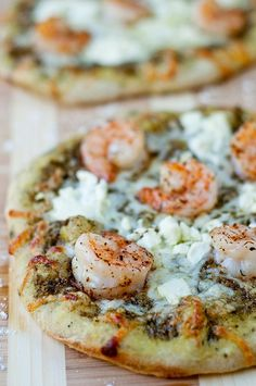 Shrimp and Pesto Pizza with Goat Cheese, Yum!