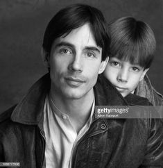 Singer songwriter Jackson Browne poses for a portrait circa 1983 in Los Angeles, California. Get premium, high resolution news photos at Getty Images Vintage Concert Posters, Jackson Browne, The Pretenders, Extraordinary People, Music Composers, Janis Joplin, Music Photo, My Guy, My Favorite Music