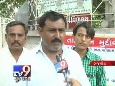 In Rajkot, Authorities of St. Francis School of Jetpur refused to give admission to a student in Class 9 because of less marks. Student and his father goes on fast. School will revert in the matter within 5 days after issuing notice to the school.  For more videos go to  http://www.youtube.com/gujarattv9  Like us on Facebook at https://www.facebook.com/tv9gujarati Follow us on Twitter at https://twitter.com/Tv9Gujarat
