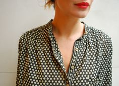 Printed top and red lipstick to dress up an outfit while traveling / the love assembly