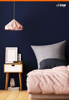 Não dá para negar: o quarto é o ambiente mais intimista da casa. Por isso, ele pede cores e móveis com a cara do dono e que o ajudem a relaxar. Inspire-se em algumas ideias que separamos pra você: