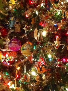 More glow..... Old Christmas, Christmas Mood, Christmas Images, Country Christmas, Beautiful Christmas, Holiday Fun, Xmas, Christmas Trees, Holiday Decor